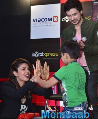 Priyanka And Darshan Promotes Mary Kom At Reliance Outlet Mumbai
