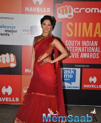 Tamannaah Bhatia In Tarun Tahiliani Red Colour Saree On Day 2 Of Micromax SIIMA Awards 2014