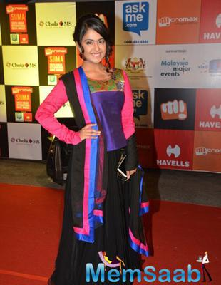 TV Actress Avika Gor Smiling Pose In Red Carpet At Micromax SIIMA Awards 2014 On Day 2