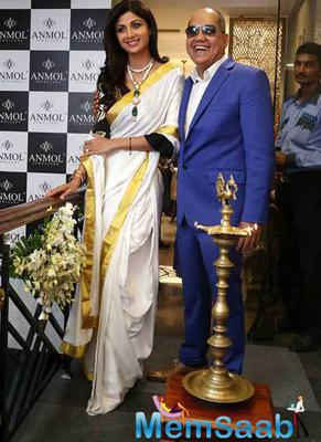 Shilpa Shetty Launched Jewellary Showroom In New Delhi