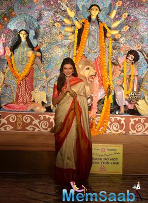 Sushmita Sen Visited A Pandal In Khar To Celebrate Durga Puja