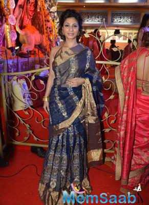 Tanishaa Mukerji Stylish Look In Saree During Durga Puja Celebration