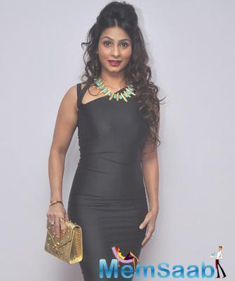 Tanishaa Mukerji Black And White Diaries