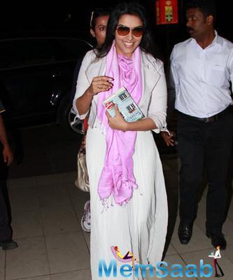 Asin Thottumkal Smiling Look At Mumbai International Airport