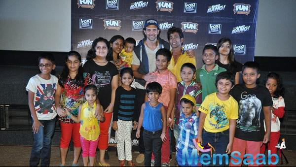 Hrithik Roshan Posed With Kids At Suburban Movie Theater