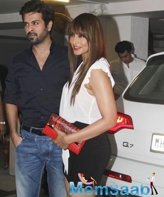 Harman Baweja And Bipasha Basu Posed For Camera With Bipasha Audi Q7 Car