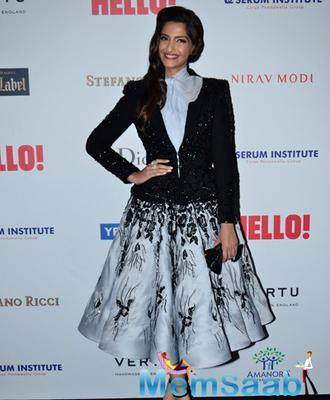 Fashionista Sonam Kapoor Arrived In A True Diva Style At Hello! Hall Of Fame Awards 2014