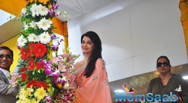 Beautiful Aishwarya At The Launch Of A Jewellery Store In Mumbai