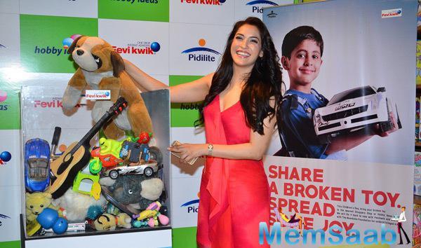 Rashmi Nigam Cool Smiling Pose During Children Day Celebrations