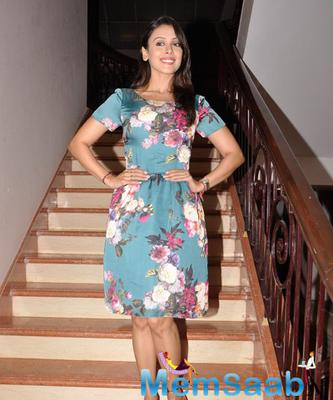 Hrishitaa Bhatt In Printed Short Dress Cool Look At Charity Gala Dinner By Chip