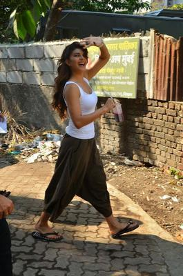 Bollywood Cutie Jacqueline Gets Goofy On The Sets Of Roy