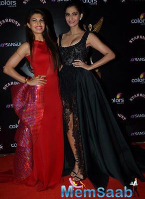 Jacqueline Fernandez And Sonam Kapoor Dazzled On Red Carpet At Sansui Colors Stardust Awards 2014