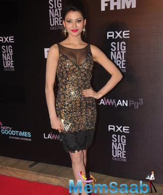 Urvashi Rautela Beautiful Look During Axe Signature And FHM Bachelor Of The Year 2014 Awards