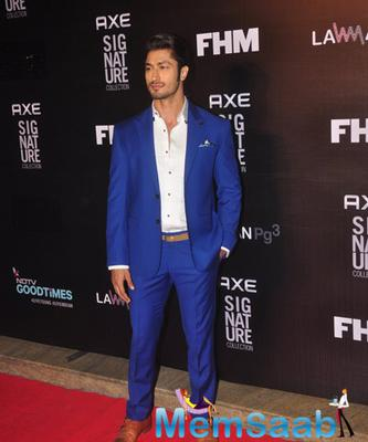 Vidyut Jamwal Clicked On Red Carpet At Axe Signature And FHM Bachelor Of The Year 2014 Awards