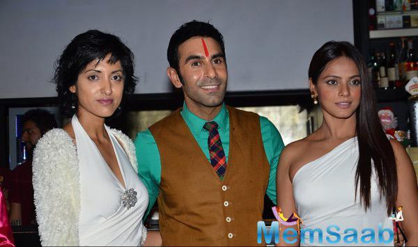 Jesse Randhawa Posed With Hubby Sandip Soparrkar And Neetu Chandra Clicked At Sandip Soparkar 2014 Christmas Bash