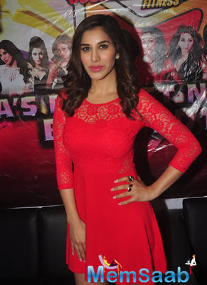 Sophie Choudry Strike A Pose For Shutterbugs At The CCIL Performance On New Year