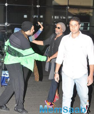 Akshay Snapped At Mumbai Airport With His Family