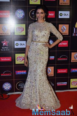 Deepika Padukone Glamour Look On Red Carpet At Star Guild Awards 2015