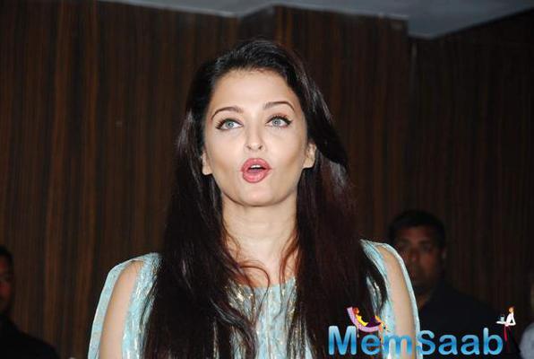 Aishwarya Rai With Cast At Jazbaa Script Session