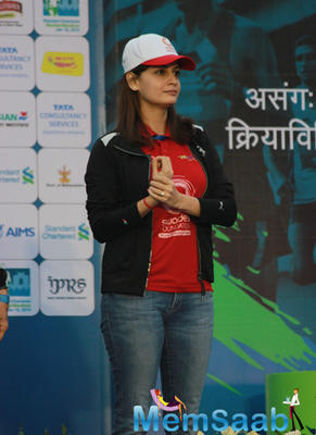 Celebs At The Standard Chartered Mumbai Marathon 2015