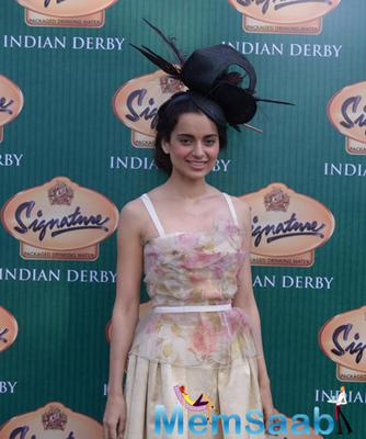 Kangna Ranaut Looking Chic And Elegant During The McDowell Signature Indian Derby 2015