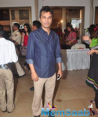 Designer Vikram Phadnis Posed for Camera At The Araaish Exhibition 2015