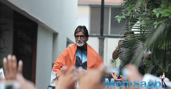 Amitabh Bachchan Celebrates With Fans After India Win over Pakistan