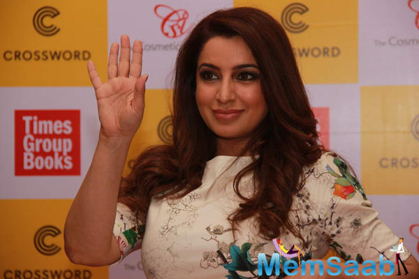 Tisca Chopra Says Hey Her Fans During Thomas Book Picture Perfect Launch Event