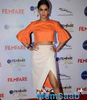 Sonal Chauhan Posed At The Ciroc Filmfare Glamour And Style Awards 2015