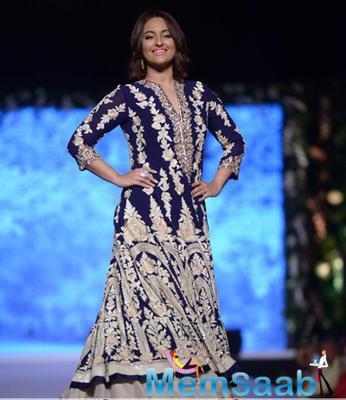 Sonakshi Sinha Walked The Ramp For Designer Manish Malhotra