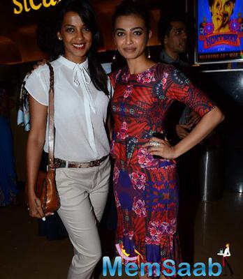 Mugdha Godse And Radhika Apte Cool Psoe During The Premiere Of Hunterrr Movie