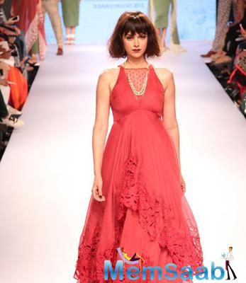 Aditi Rao Hydari Walks The Ramp As Showstopper On Day 1 Of LFW Summer/Resort 2015