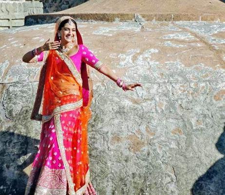 Sonam Kapoor On The Sets Of Prem Ratan Dhan Payo Shoot