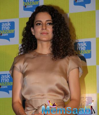 Kangna Ranaut Meets And Greets The Selected Winner Of Ask Me Bazaar.Com