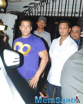 Salman Khan Way Out Of Himesh Reshammiya Music Studio