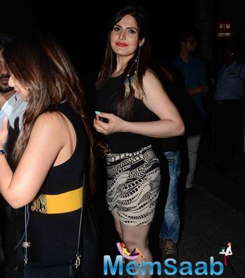 Zarine Khan Snapped At Bandra