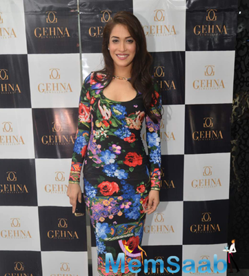 Rashmi Nigam Glamour Look In Printed Dress At Shaina Nc Collection Launch For Gehna