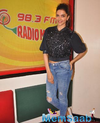 Deepika Padukone Looks Hot In This Outfit At Radio Mirchi 98.3 FM Studio