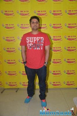 Mohit Suri Cool Pose At Radio Mirchi Studio During The Promotion Of Hamari Adhuri Kahani