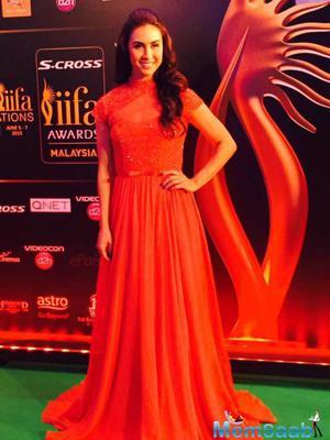 Lauren Gottlieb Looked Classy In Hot Red On Green Carpet At IIFA 2015
