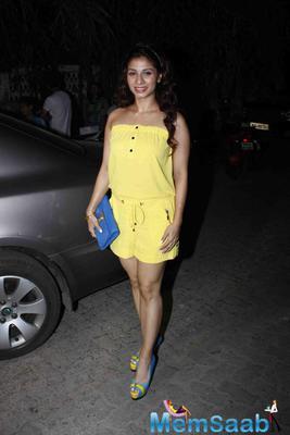 Tanishaa Mukerji Stunning Look In Yellow Short Dress During The Success Bash Of Tanu Weds Manu Returns