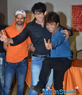 Hiten Tejwani And Rajpal Yadav Cool Pose During The Promo Launch Of Thoda Lutf Thoda Ishq