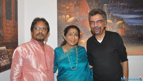 Asha Bhosle And Paramesh Paul Clicked During His Art Show Glory Of The Ganges