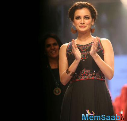 Dia Mirza Showcase Designer Anita Dongre Creation At LFW 2015