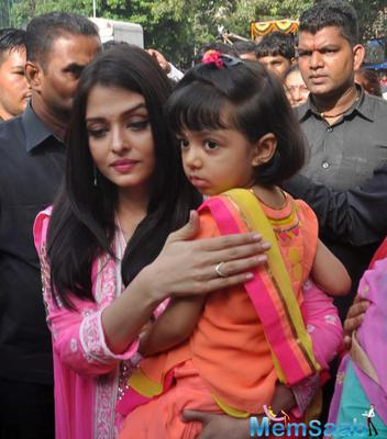 Aishwarya and Aaradhya Visits Siddhivinayak Temple In Mumbai