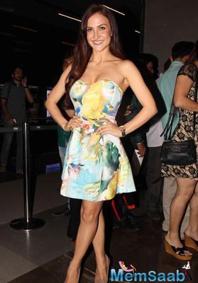 Elli Avram In Strapless Dress Sexy Look During The Screening Of Kis Kisko Pyaar Karoon Movie