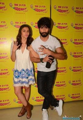 Alia And Shahid At Radio Mirchi Studio To Promote Shaandaar Film