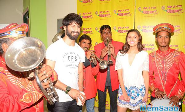 Shahid Kapoor And Alia Bhatt Visits 98.3 FM Radio Mirchi For Promoting Shaandaar Film