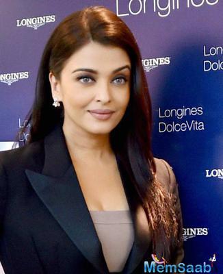 Aishwarya Rai Bachchan Nice Close Up Pic At Watch Launch Event