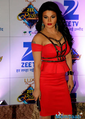 Hot Rakhi Sawant Makes An Appearance.At Zee Rishtey Awards 2015